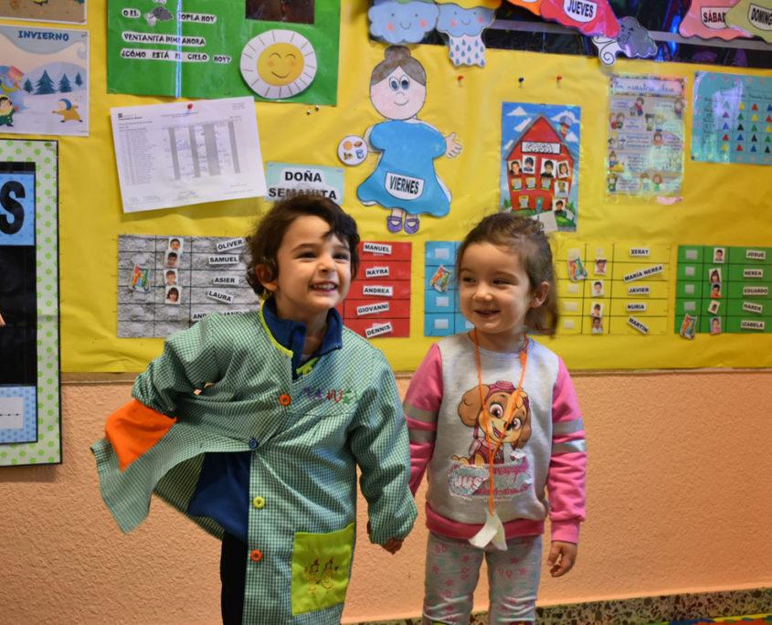 Imagen de dos alumnos del CEIP Virgen del Cerro de Vallecas